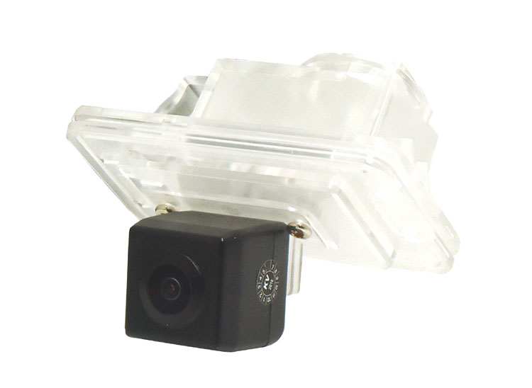 Suzuki Swift rear view number plate light camera